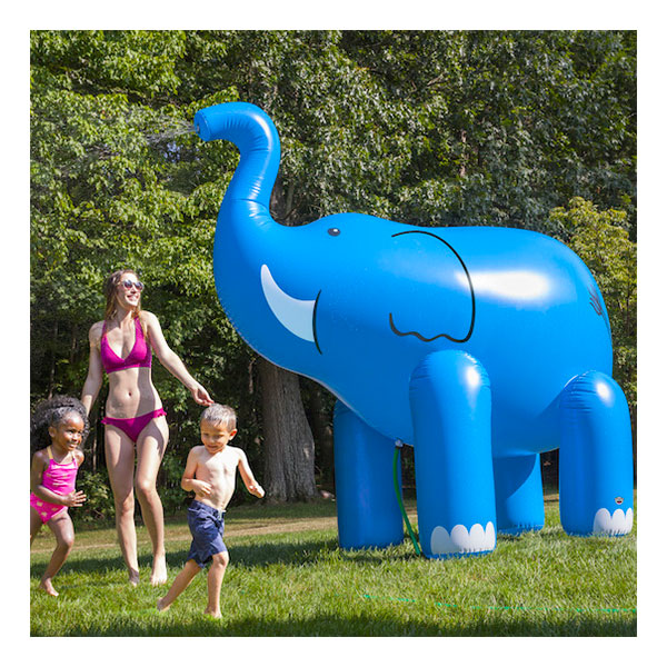 Gigantisk Vattenspridare Elefant